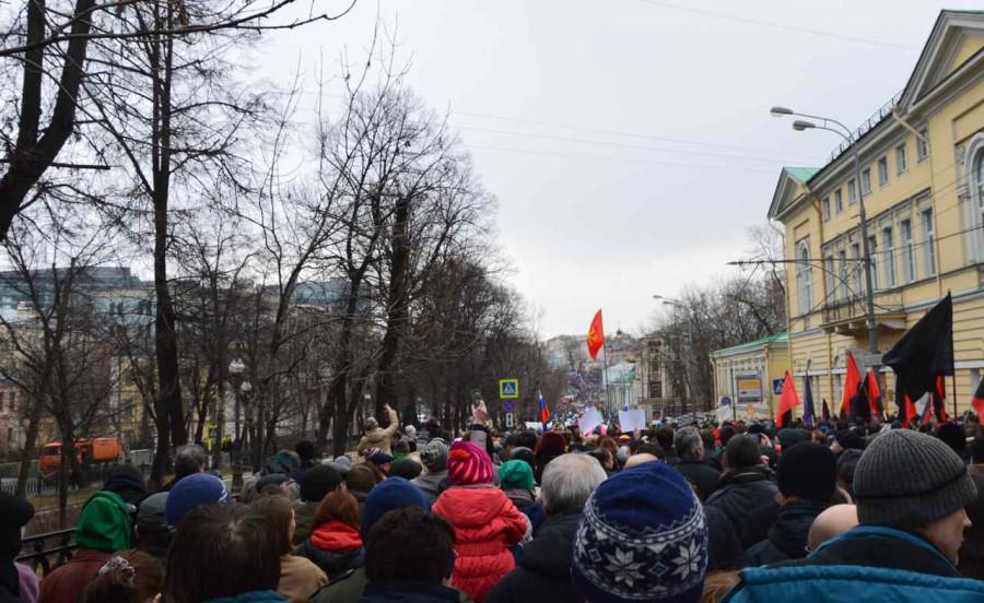 По бульварам мирным маршем