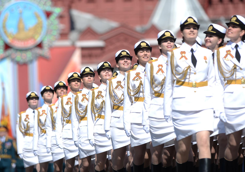 voennosluzhashie-zhenshini-v-chulkah