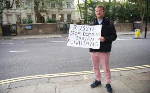 Цель выходок британских «клоунов» - вызвать испуг и недоумение.