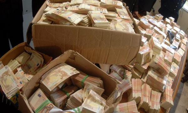 Пересчет денег полковника Захарченко занял 40 часов