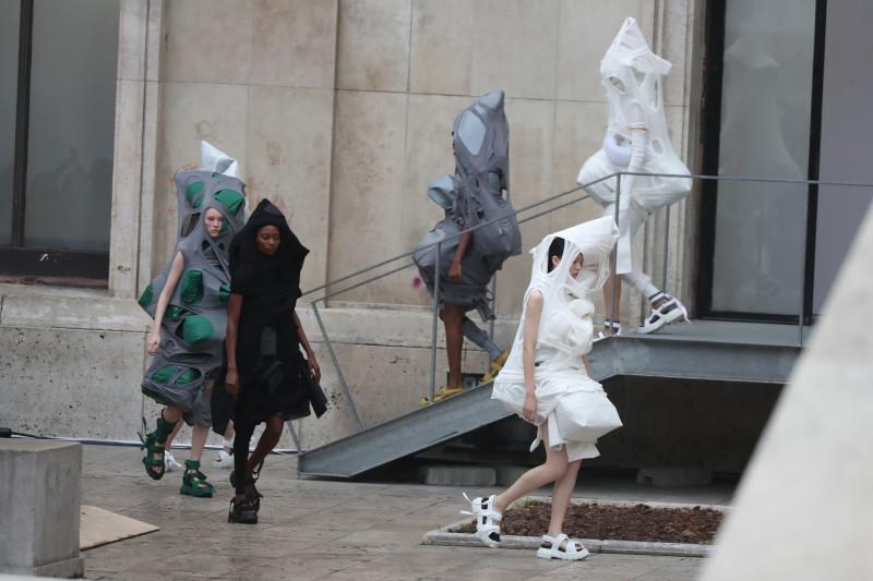 Неделя моды в Париже — современная удобная одежда