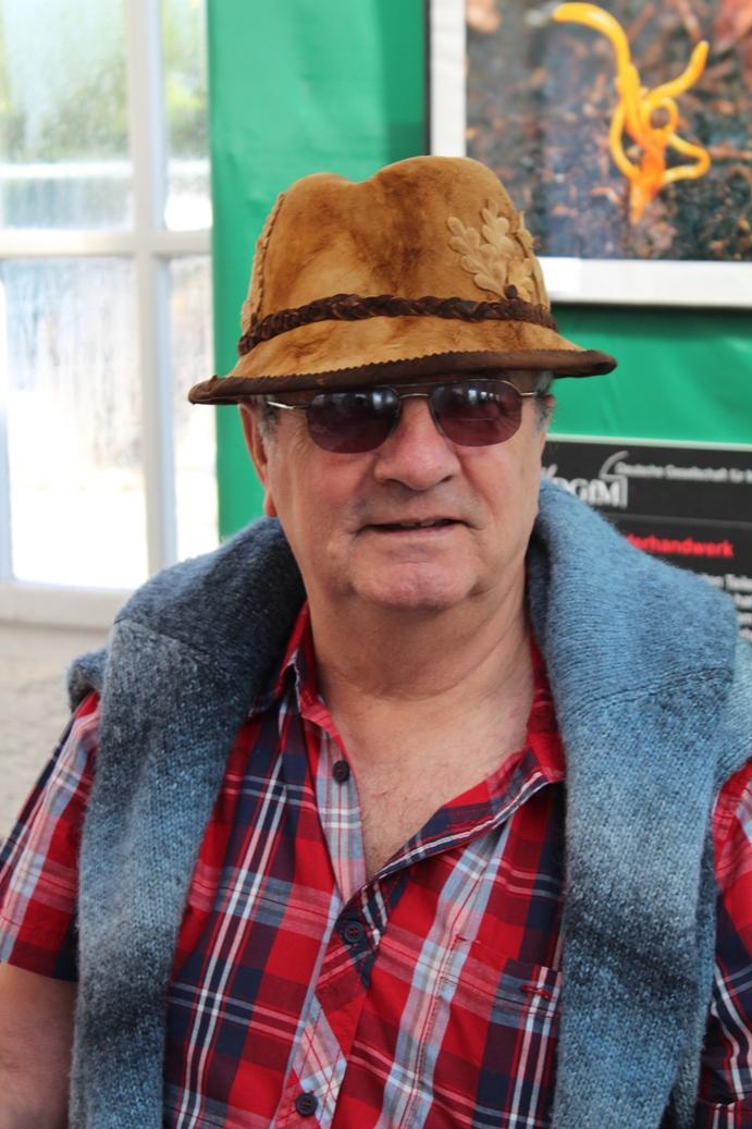 Папа в шляпе из грибы - 20&