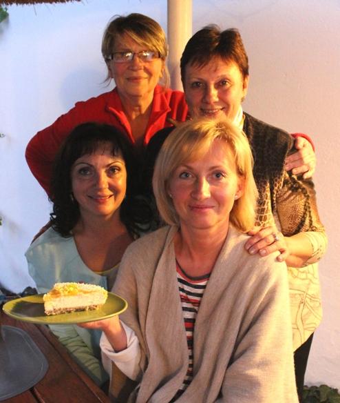 Девушки с тортом.2 - 2