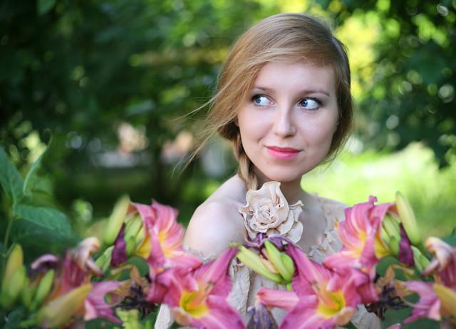 Осенняя и красивая девушка аня