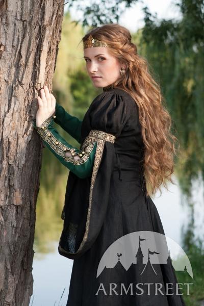 Средневековые наряды.