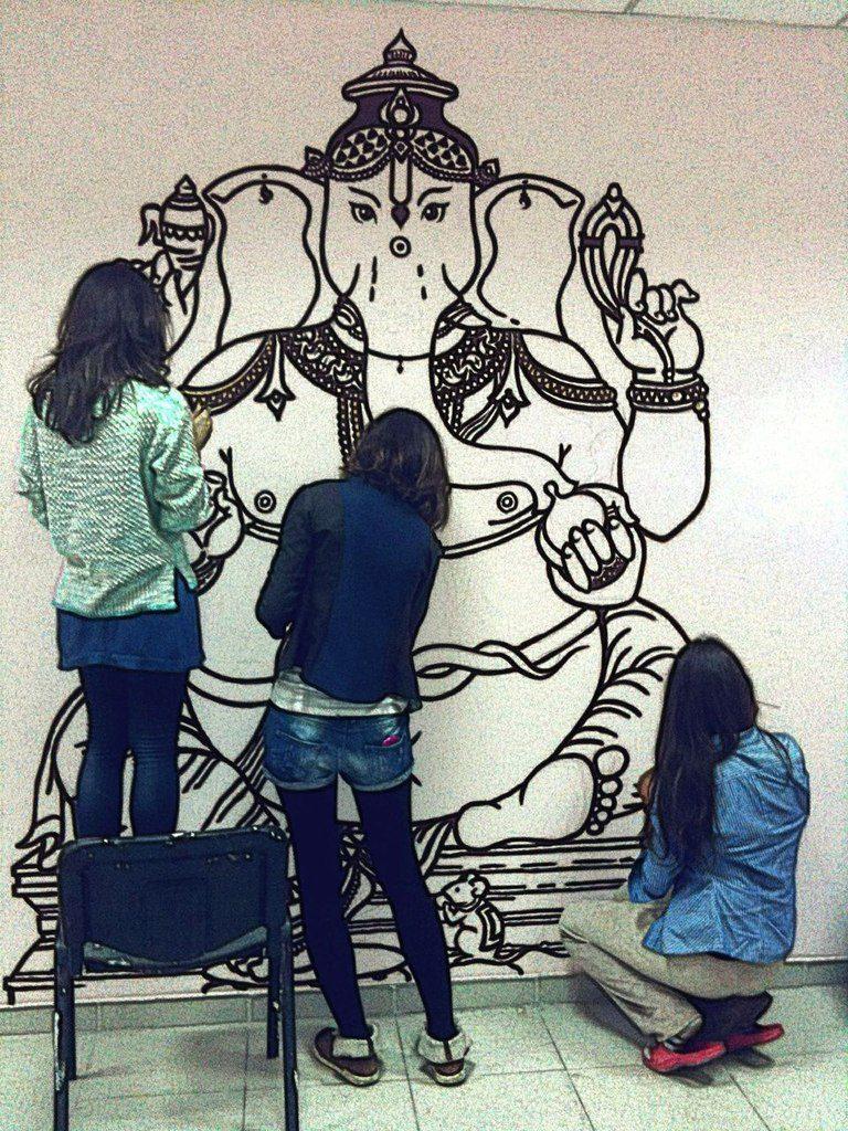 Наши девушки украшают Ганеша