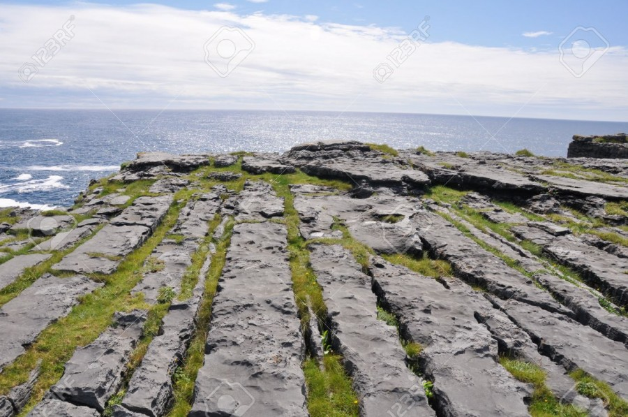 15542929-Dun-Aengus-Inishmore-Aran-islands-Ireland-Stock-Photo.jpg