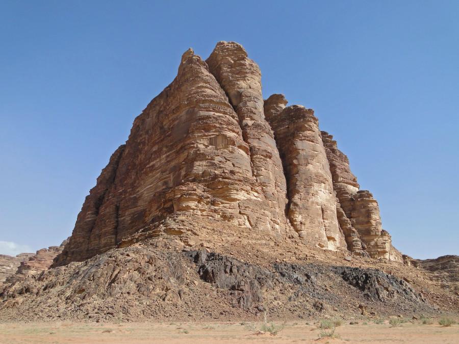 Seven_Pillars_of_Wisdom,_Wadi_Rum.jpg
