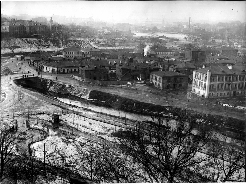 Вид с Андроньевского монастыря на Яузу.jpg