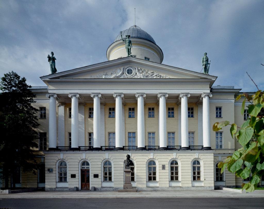 Пушкинский дом Питер.jpg
