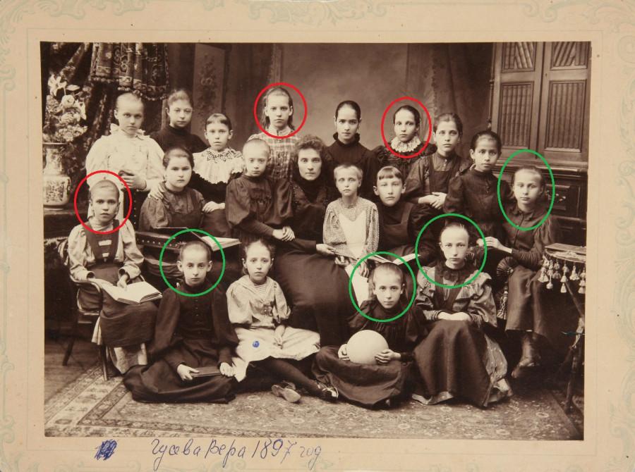 Групповые портреты учениц 3-го Мещанского и 2-го Красносельского женских начальных училищ. 1897 и 1911 годы..jpg