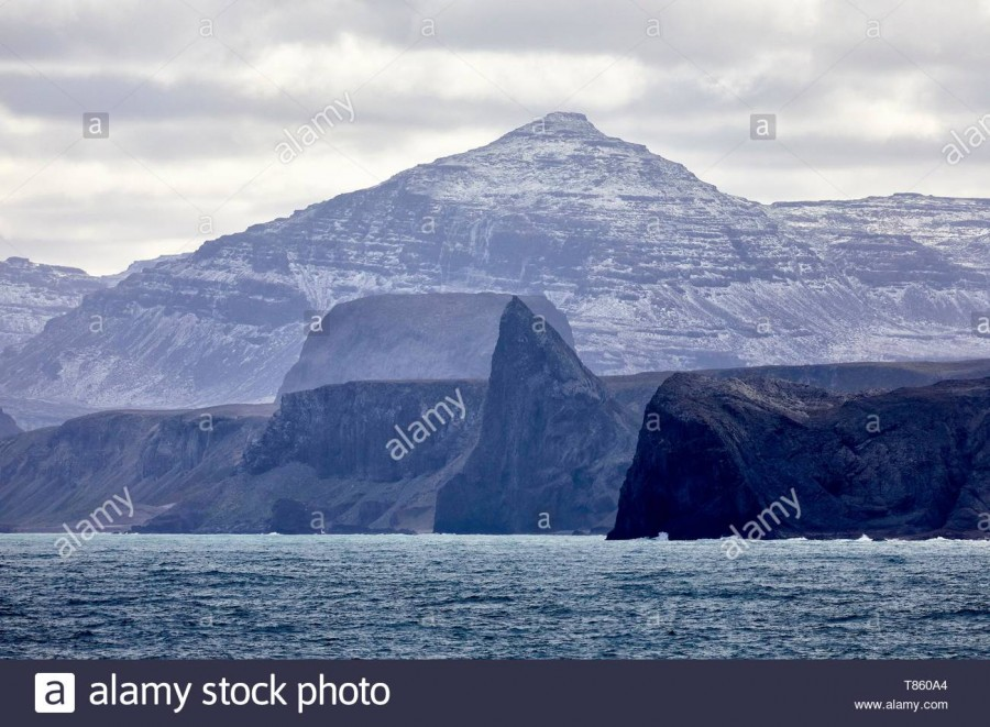 france-french-southern-and-antarctic-lands-kerguelen-islands-baie-larose-larose-bay-the-tilted-monolith-known-as-the-doigt-de-sainte-anne-saint-annex2019s-finger-T860A4.jpg