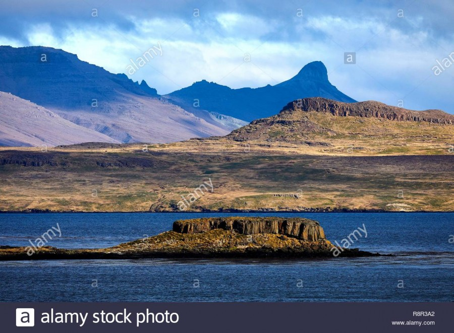 france-french-southern-and-antarctic-lands-kerguelen-islands-volcanic-landscape-of-island-in-the-golfe-du-morbihan-R8R3A2.jpg
