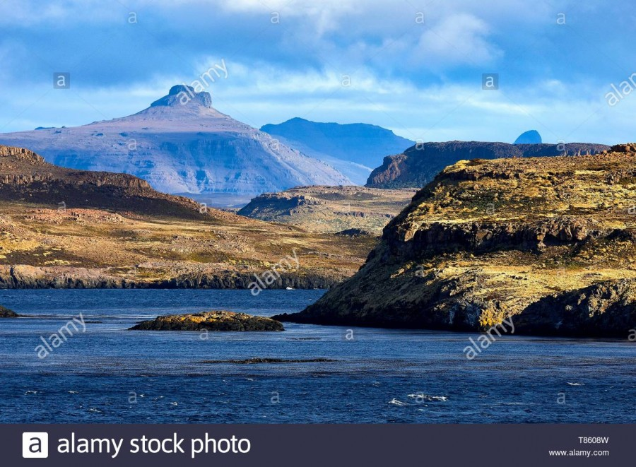 france-french-southern-and-antarctic-lands-kerguelen-islands-volcanic-landscape-of-island-in-the-golfe-du-morbihan-T8608W.jpg