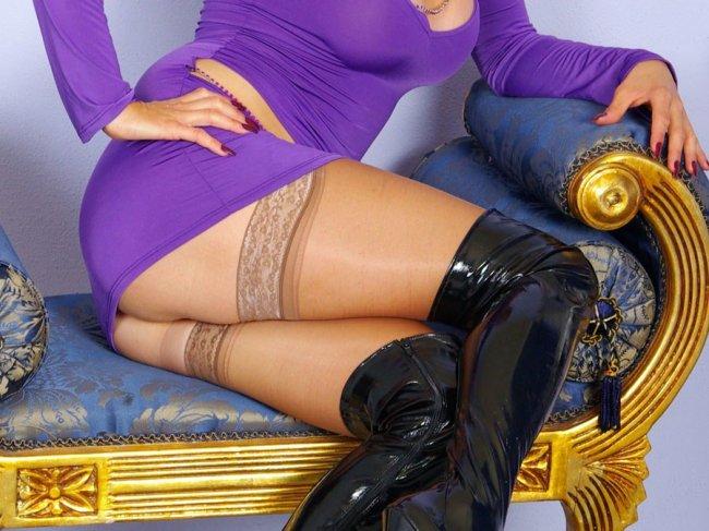 Фото чулки из под юбки