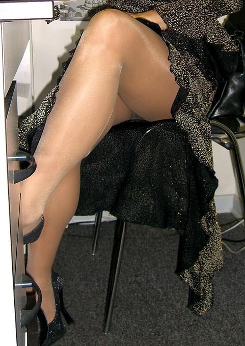 фото под юбку чулках