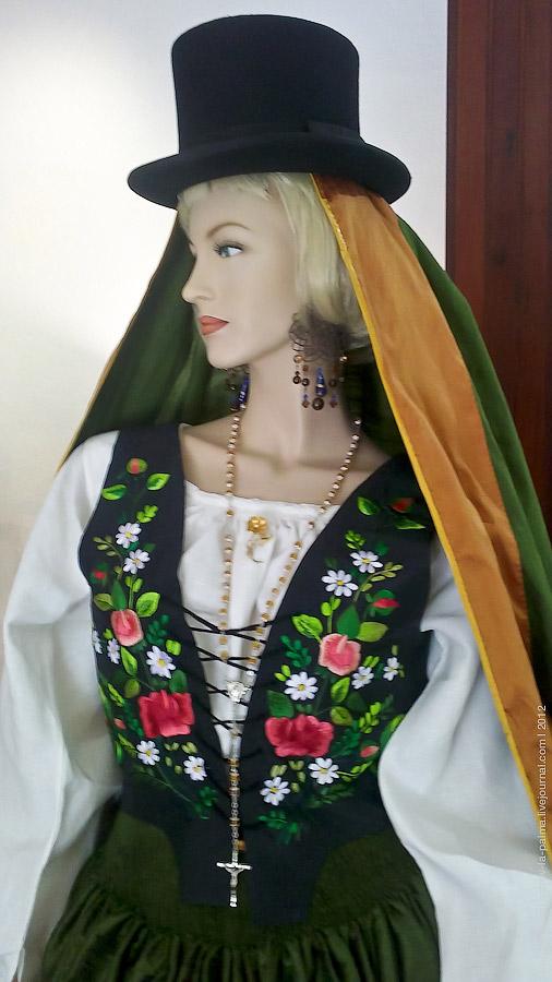 http://ic.pics.livejournal.com/velo_de_isis/12830631/471774/original.jpg