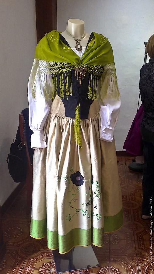 http://ic.pics.livejournal.com/velo_de_isis/12830631/472787/original.jpg