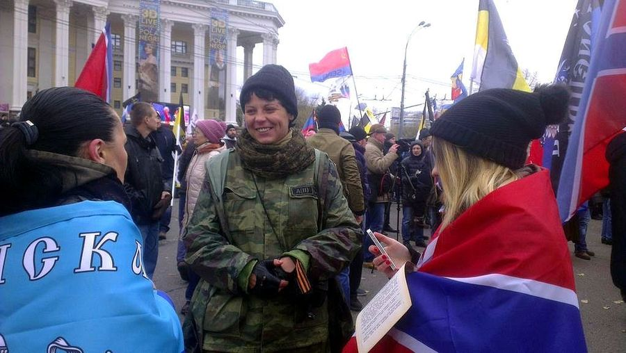 Снайпер из беларуси Наташа в Москве на митинге окт 2014