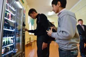 вендинговый автомат в школе