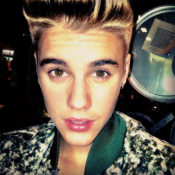 justin-bieber-mustache (3)