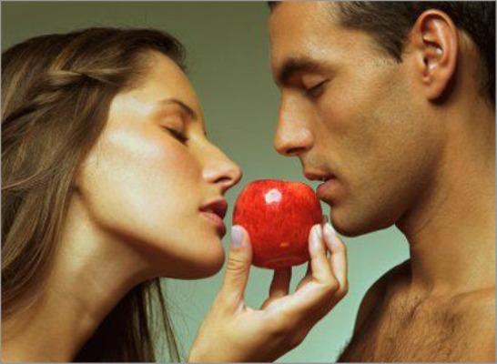 Ученые выяснили как запах мужчин влияет на женщин