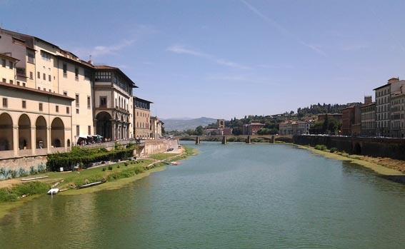 Флоренция. Вид на Арно с понте Вьеко