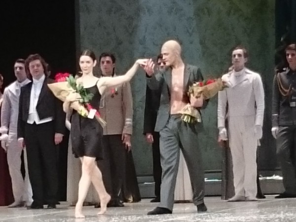 dildo-teatralnie-postanovki-s-eroticheskim-uklonom-video-russkih