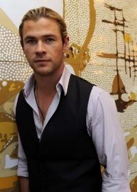 Kristen-Stewart-Chris-Hemsworth-Snow-White-the-HuntsmanE28099-Portraits-Sydney-Australia-June-19-2012-Photo-2