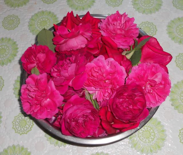 подскажите рецепт варенье из лепестков роз