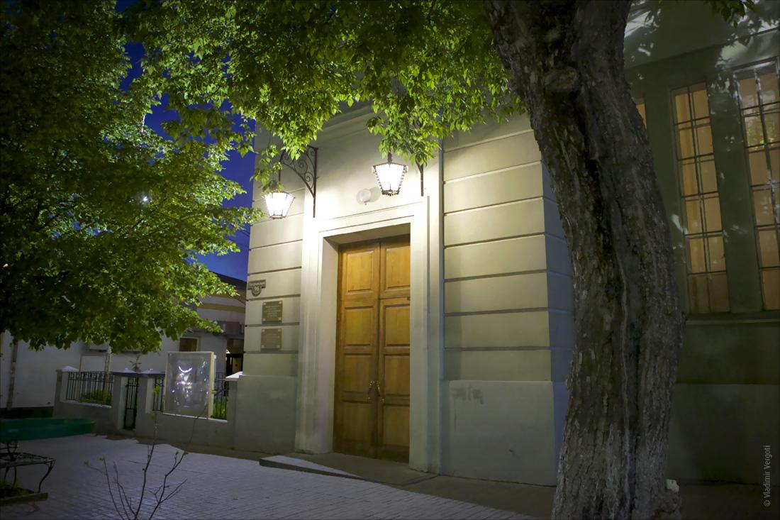 Библиотека ночь 6