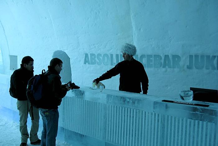 icehotel-icebar-1-700