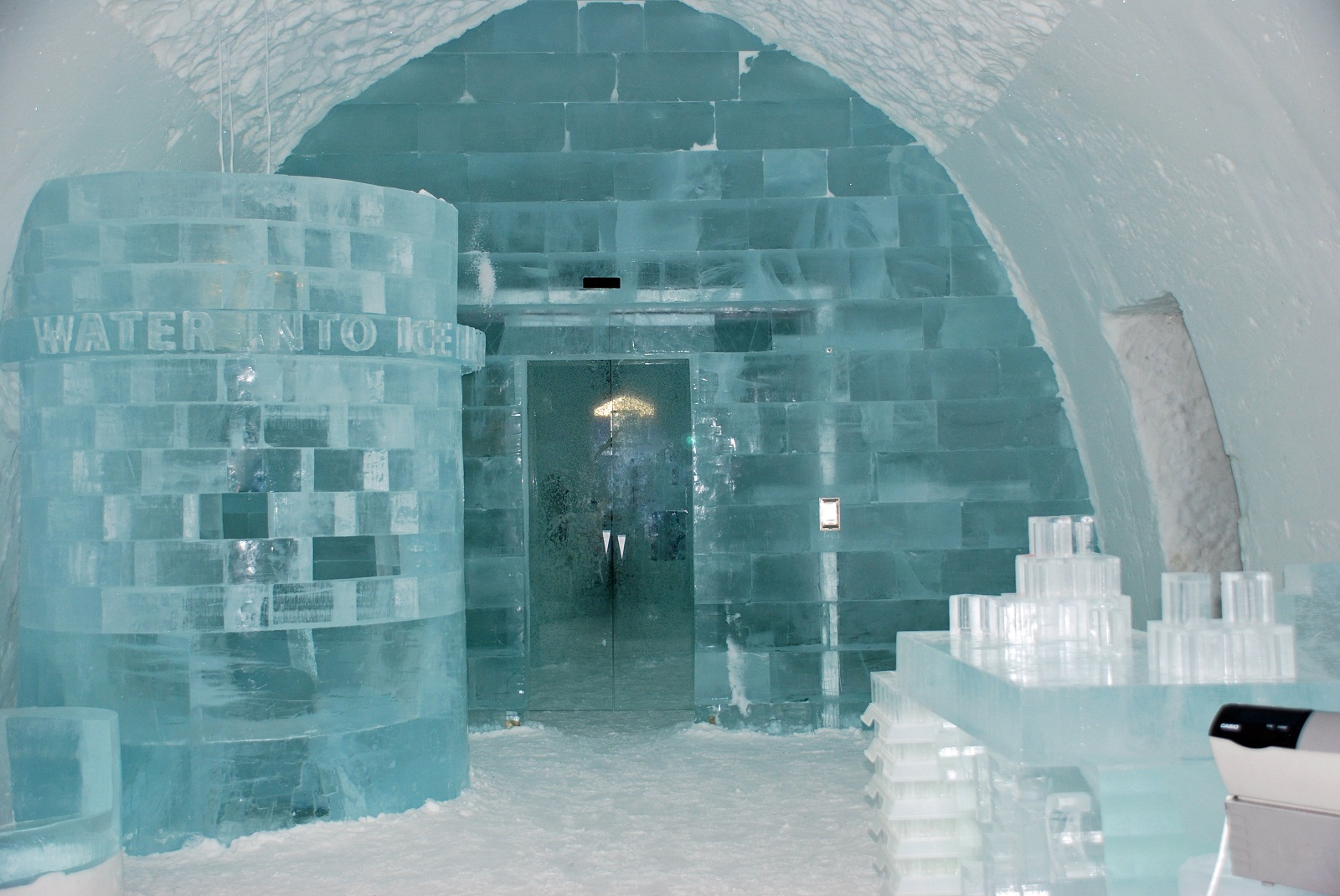 Swedens_Ice_Bar_and_Hotel