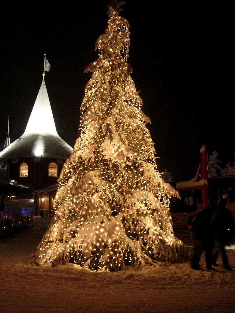 768px-Christmas_tree_at_Santa_Claus'_Village