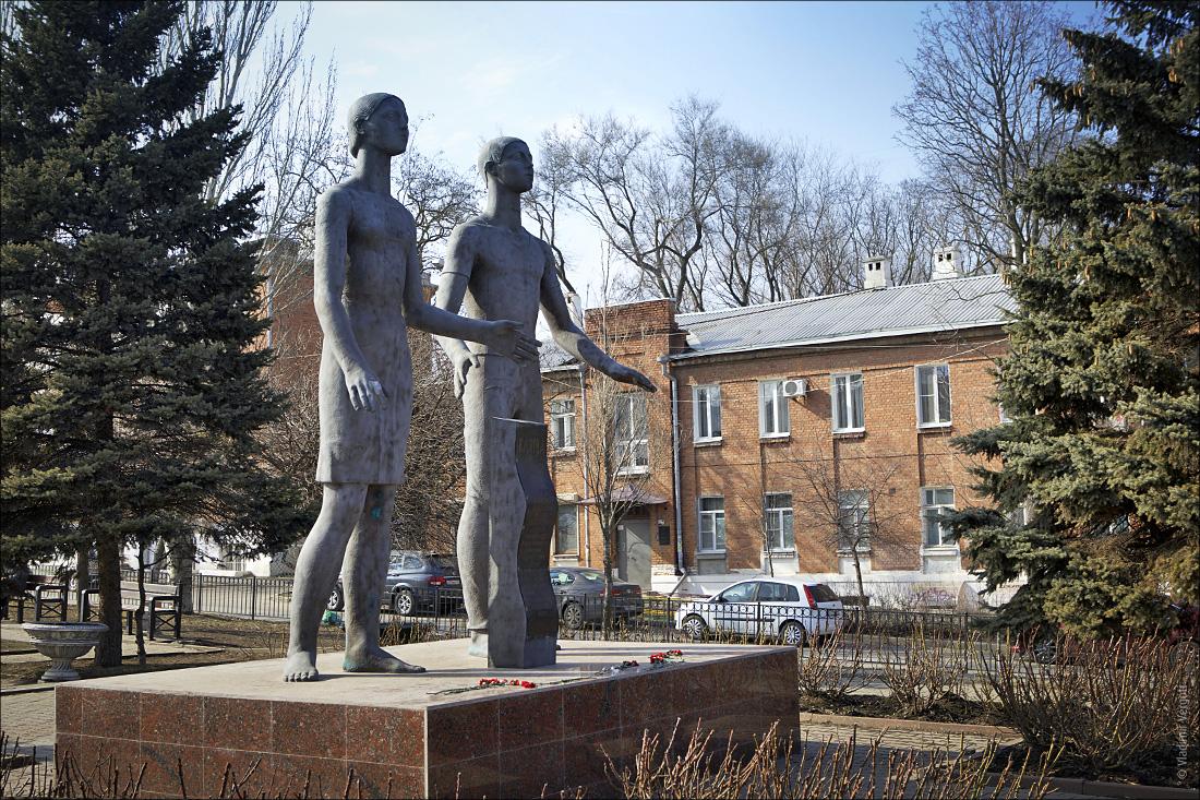 Памятник Клятва 5