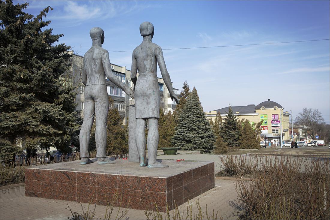 Памятник Клятва 1