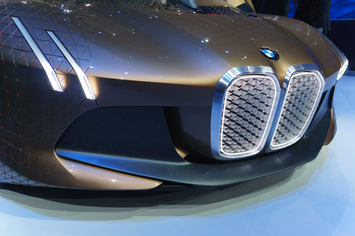 960-bmw-reveals-vision-100-concept-anniversary.jpg