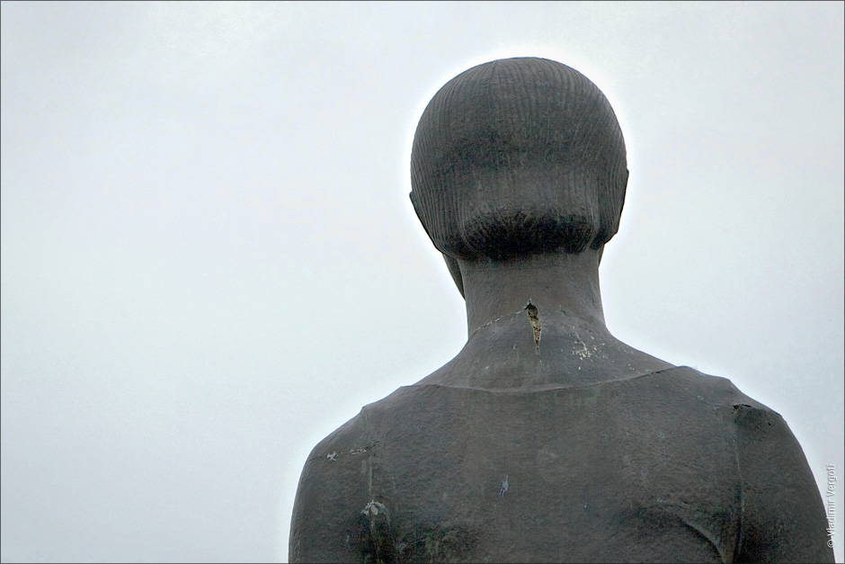 Треснувщий памятник