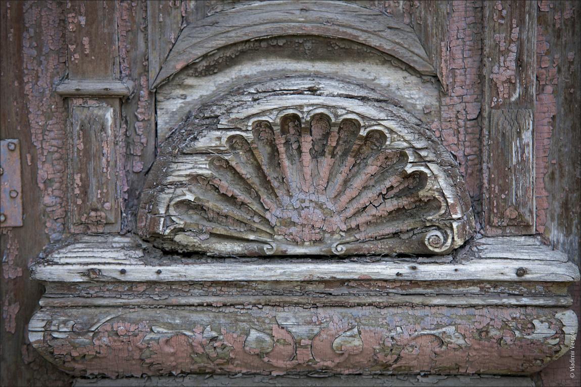Деталь старой двери