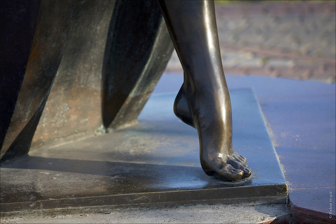 Контрабас ножка