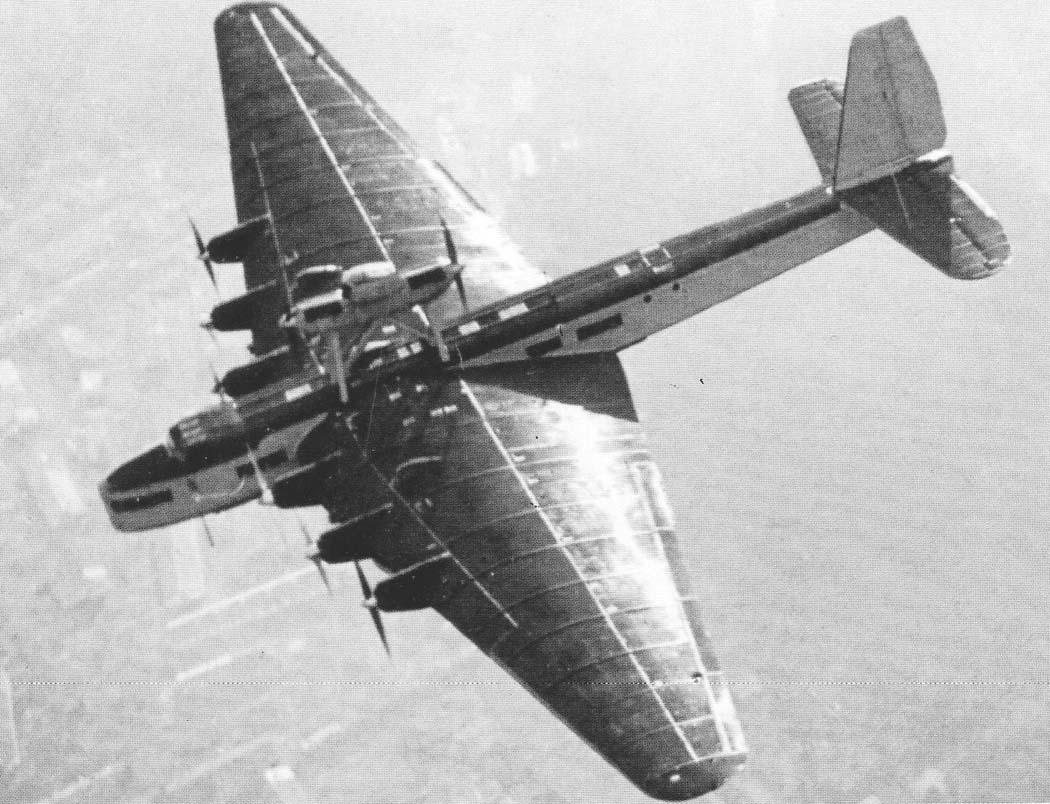 O transporte ANT-20 tinha oito motores e podia transportar 72 passageiros.