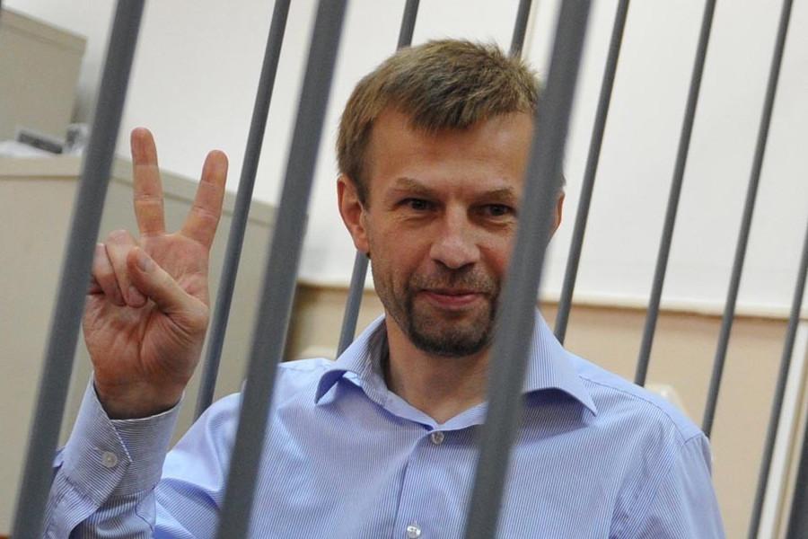 Банда путина  посадила Урлашова на 12,5 лет за попытку лишить
