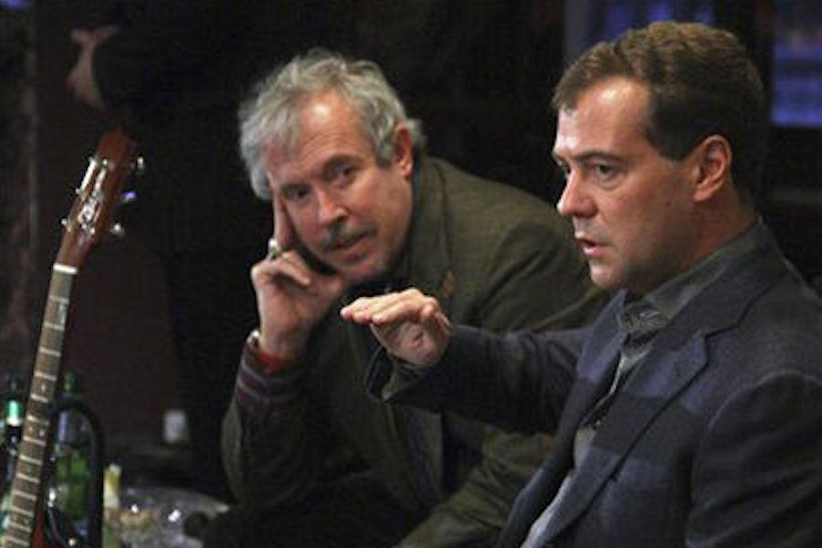 Медведев — наглядная демонстрация того, как деградирует путинская мафия