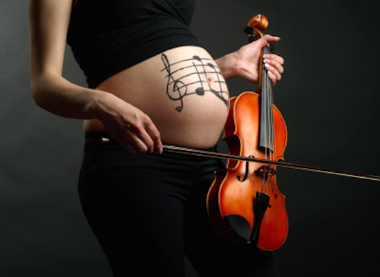 pregnant-woman-with-violin