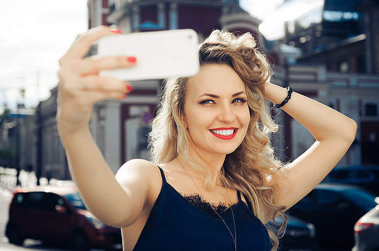 https://www.cosmo.ru/beauty/makeup/v-luchshem-svete-5-priemov-v-makiyazhe-kotorye-garantiruyut-tebe-klassnoe-selfi/
