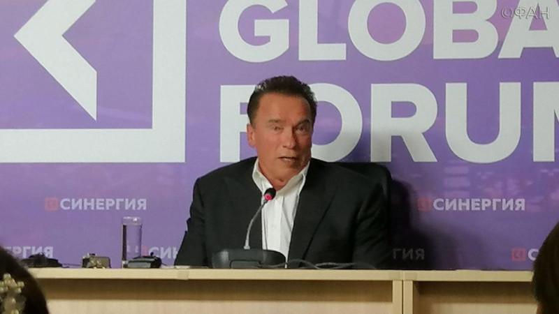 фото принадлежит https://riafan.ru/1217328-arnold-shvarcenegger-vystupil-na-forume-sinergiya-v-sankt-peterburge-fan-tv