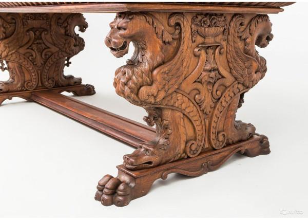 А так выглядел набор мебели для кабинета в стили неоренессанс в конце XIX века