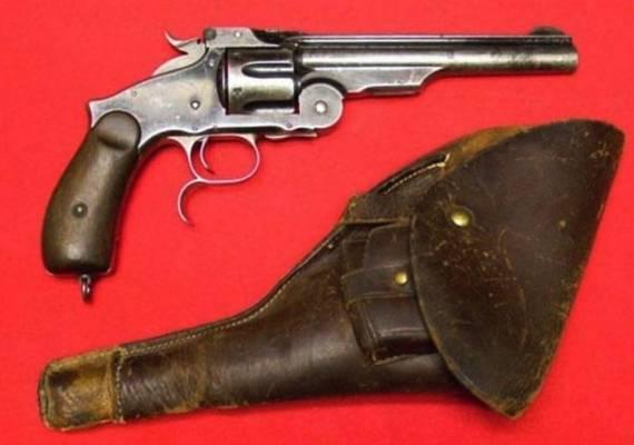 http://www.sobirau.ru/articles/militariya/legendarniy-revolver-1880-goda.html