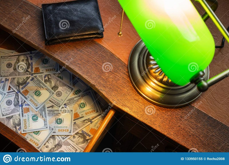 https://ru.dreamstime.com/доллары-сша-в-ящике-стола-image133950155