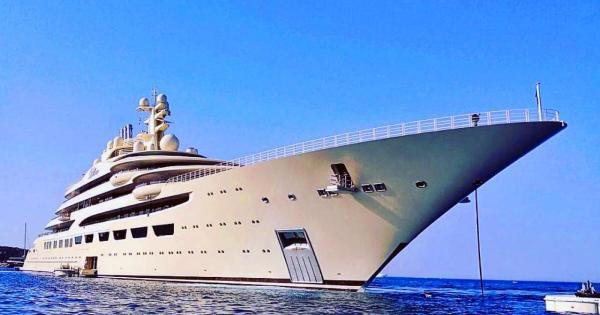 http://russiancyprus.net/news/society/cyprusbutterfly.com.cy_v-limassol-prishla-super-yahta-milliardera-alishera-usmanova/